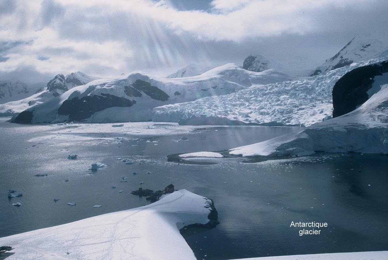 Antarctique glacier 2