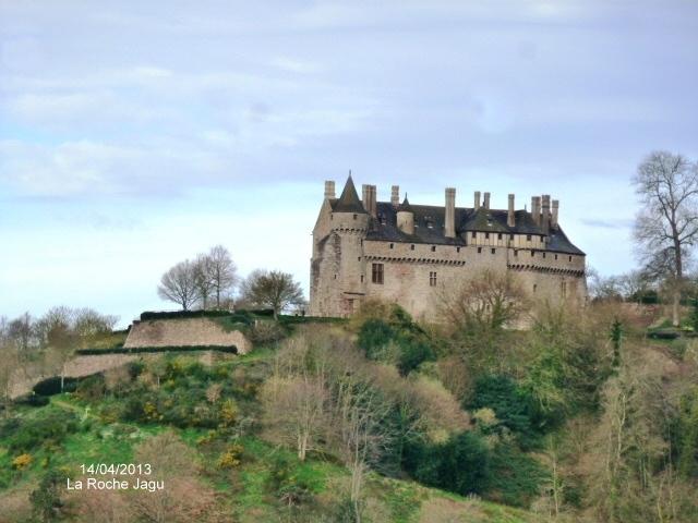 le chateau de la Roche-Jacu( 15 ème)